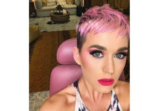Новият цвят на Кейти Пери е вдъхновен от разцъфнали череши - изображение