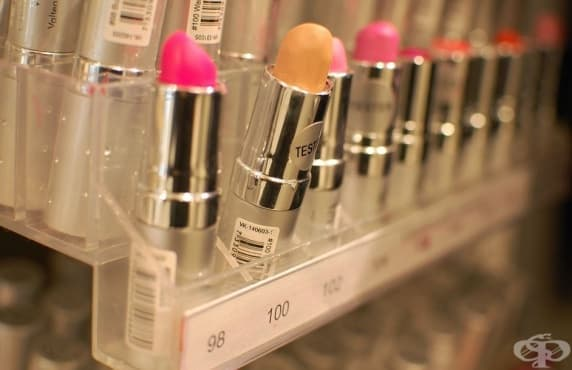 Безопасно ли е да се използват тестери в магазините за козметика - изображение