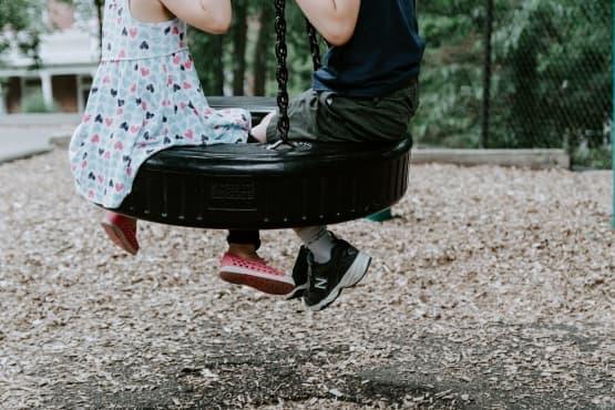 Отглеждане на позитивни деца в негативни времена - изображение