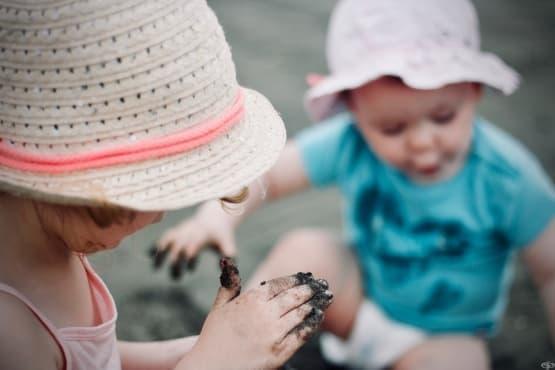 Пляскането на деца трябва да бъда забранено според психолози  - изображение