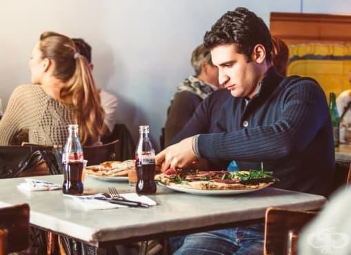 8 неочаквани правила, които трябва да спазвате, докато се храните в чужбина - изображение