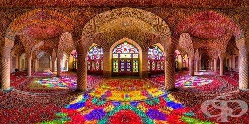 Надникнете в приказно красивия интериор на иранските джамии през обектива на Мохамед Домири - изображение