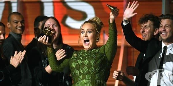 Адел счупи една от наградите си Грами, за да я сподели с Бионсе - изображение