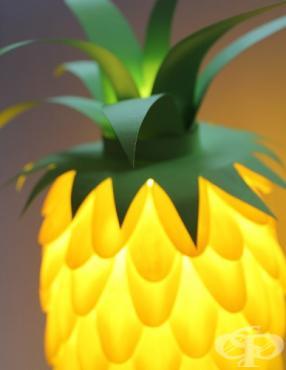 Превърнете настолната си лампа в ананас само с пластмасови лъжички - изображение