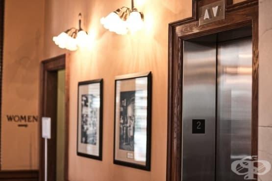 Защо се чувстваме неудобно, когато се возим в асансьор - изображение