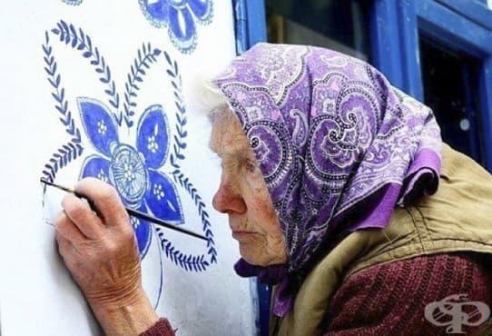 90 - годишна баба рисува по сградите в чешко градче - изображение