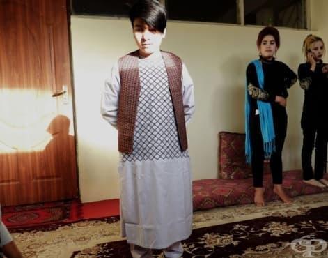 Афганистанската практика баха пош за оглеждане на момичета като момчета - изображение