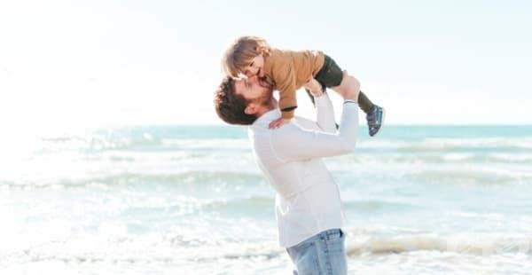 Истинският баща не е този, който плаща сметките, а този, който разбира, че семейството е на първо място - изображение
