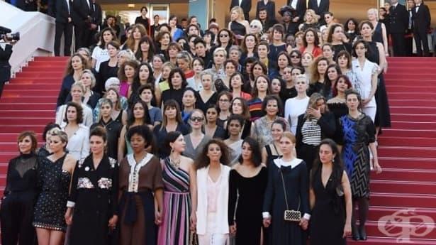 По стълбите на червения килим в Кан: Протестът на холивудските актриси за равностойно заплащане - изображение