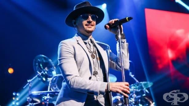 Залезе още една звезда от музикалния небосклон – Честър Бенингтън от Linkin Park сложи край на живота си   - изображение