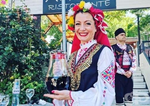 """Дефиле """"Вино и гурме"""" очарова българи и чужденци с качествено вино и вкусни ястия - изображение"""