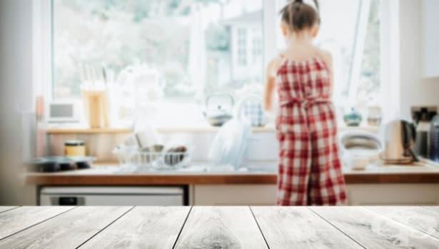 Защо е важно детето ви да знае как се мият чинии - изображение