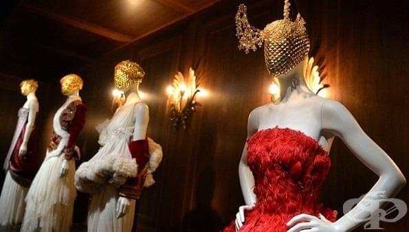 Странната и зашеметяваща мода на прочутия дизайнер Александър Маккуин - изображение