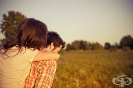 6 неща, които не трябва да правите с партньора си, ако искате да запазите известна мистерия - изображение