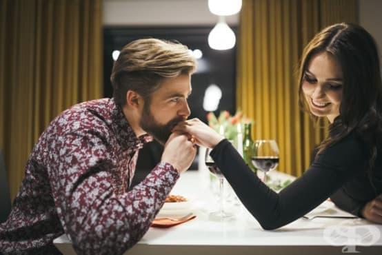 Как да разчетете езика на женското тяло по време на флирт? - изображение
