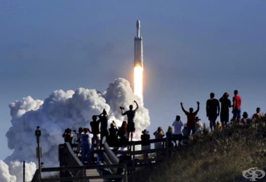Каквo означава ракетата Falcon Heavy за космическoто бъдеще на човечеството - изображение