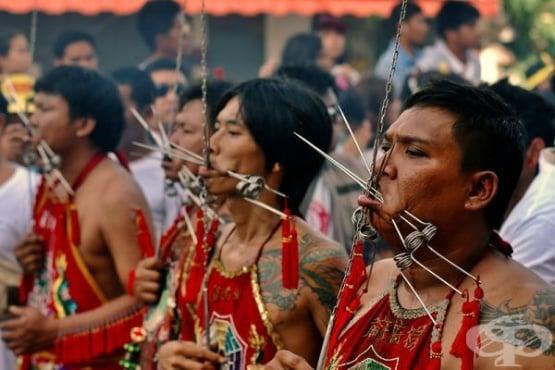 Phuket Festival в Тайланд - средновековни самоизтезания продължаващи до днес - изображение
