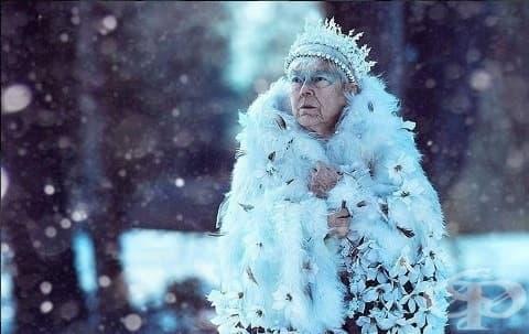 Зимна приказка: Внучка преобрази болната си баба в Снежната кралица - изображение