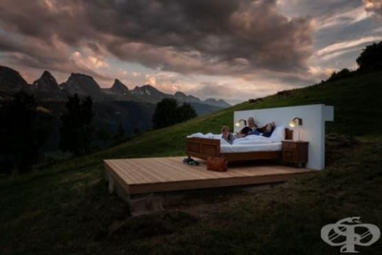 Стая под звездите без покрив и стени посреща гости в Швейцария - изображение