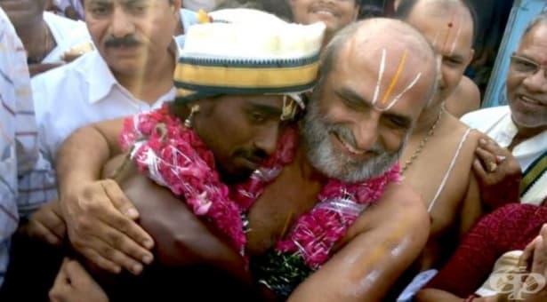 Кастата на низвергнатите – индийски свещеник се бори със социалната стигма - изображение