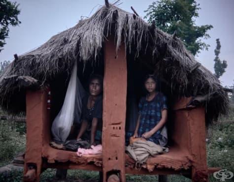 Изпратени в изгнание заради менструация – трудният живот на жените от Непал - изображение