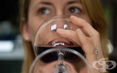 Образованите жени пият повече  - изображение