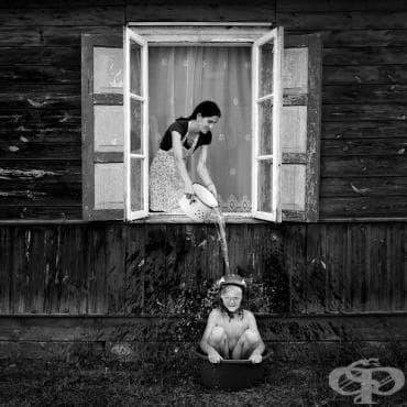Животът на едно полско семейство в едно полско село през сюрреалистичния обектив на Sebastian Luczywo (Снимки) - изображение