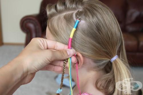 Как да направите кичур с шарени конци на вашата малка принцеса - изображение