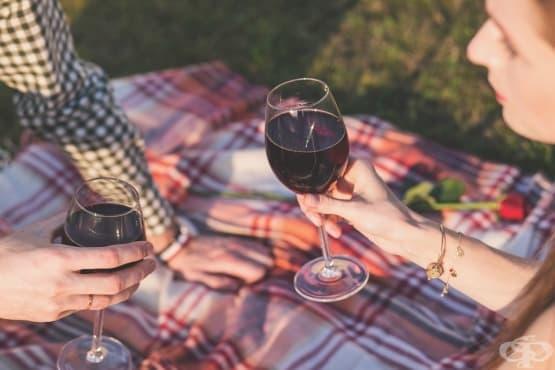 Какво се случва с тялото ви, ако пиете чаша вино всяка вечер  - изображение