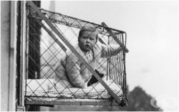 Клетки за бебета на прозореца – нестандартното изобретение на XX век - изображение