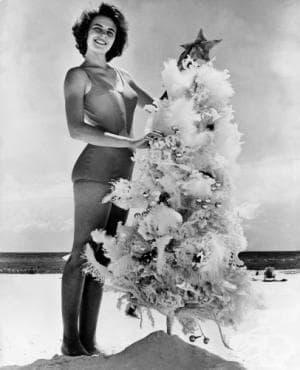Ретронавт: Фотографската машина на времето. Вижте Коледа на плажа през 20 век - изображение