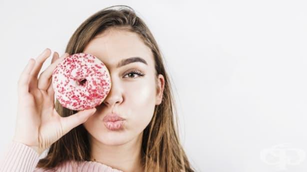 Да, яденето на много захар може да се отрази зле на кожата ви. Ето как - изображение