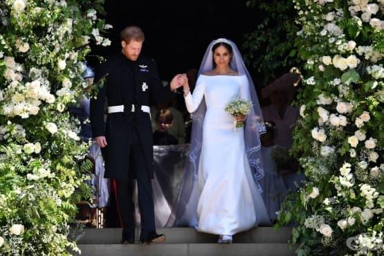 Кралска изложба: вижте сватбените облекла на Меган и Хари отблизо  - изображение