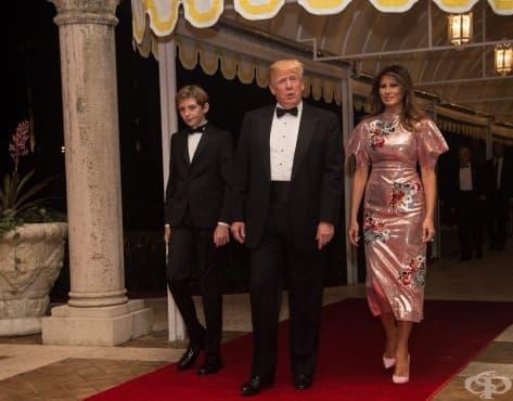 Роклята на Мелания Тръмп за Нова година – завеса за баня или белег в модната индустрия - изображение