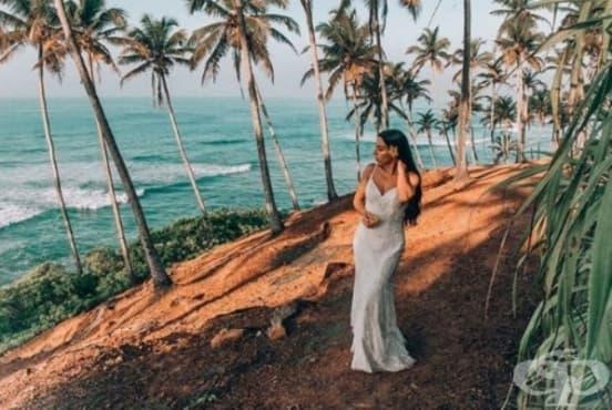 Момиче носи булчинската си рокля в 33 страни - изображение