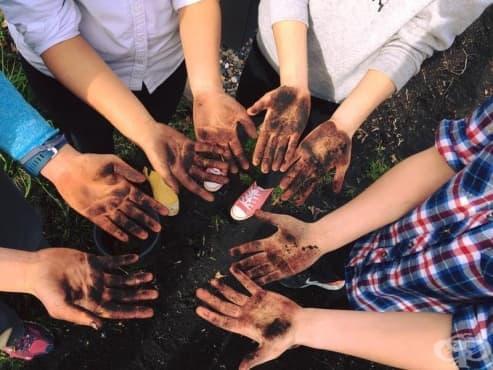 Учителки използват необичаен подход, за да научат децата да си мият правилно ръцете - изображение