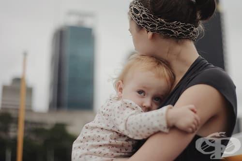 Агенции за осиновяване търсят хора, които да се гушкат с новородените - изображение