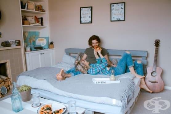 От хигиенни навици до споделяне на легло: колко е нужно на двойките да се отпуснат  - изображение