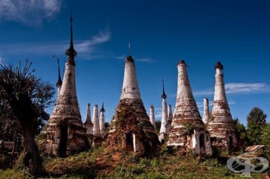 В джунглите на Мианмар се крие селце с хиляди древни пагоди - изображение