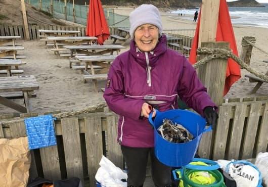 Пат Смит - 70- годишната жена, която чисти 52 плажа за една година - изображение
