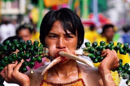 Phuket Festival в Тайланд - средновековни самоизтезания като многовековна традиция, продължаваща до днес - изображение
