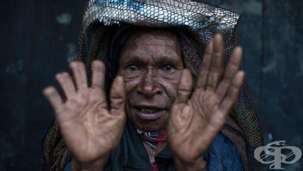 В памет на мъртвите: Жените от племето Дани ампутират част от пръстите си - изображение
