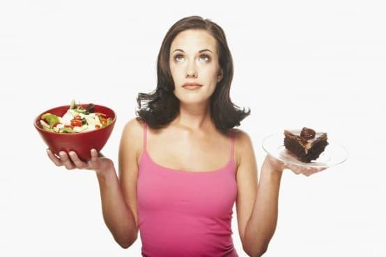 Учени: Храната в малка чиния и подходящ цвят помага за свалянето на килограми - изображение