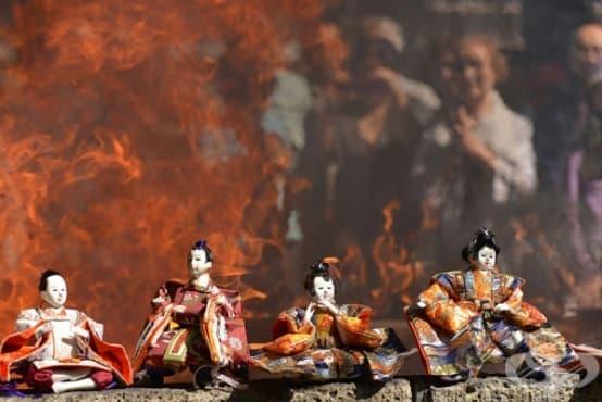 Погребенията на кукли в Япония – последно сбогом и изгаряне - изображение