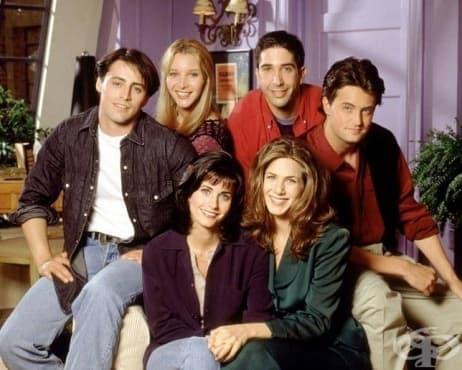 """Защо апартаментът на Моника от """"Приятели"""" е боядисан в лилаво - изображение"""