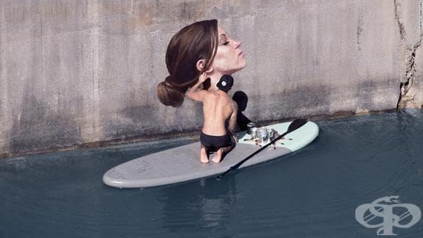 Художник създава очарователни рисунки на стени, балансирайки върху сърф - изображение