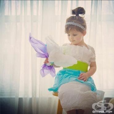 Четиригодишно момиченце се превърна в интернет звезда със своите хартиени рокли - изображение