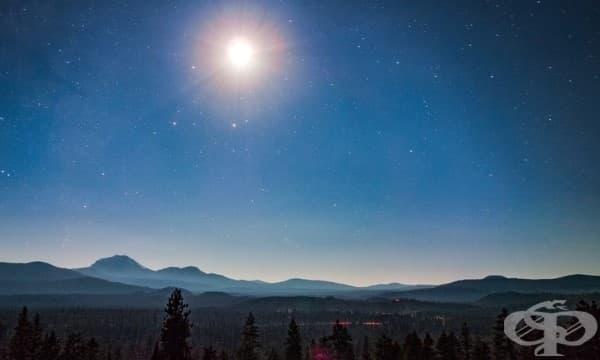 Априлският астрономичен феномен Розова луна - изображение