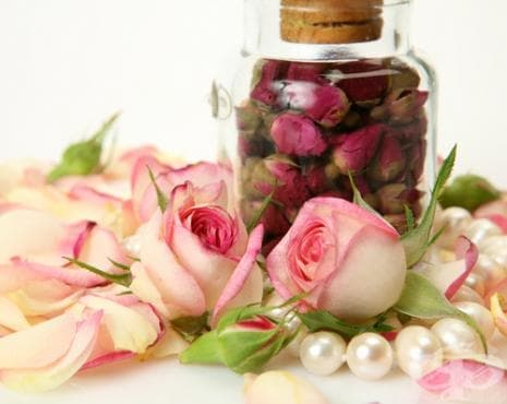 Как да си направим розова вода у дома? - изображение