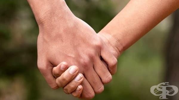 Как държите ръцете си с партньора? Това може да разкрие много за вашата връзка - изображение